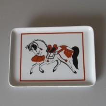 Cendrier en porcelaine motif cheval décoré à la main