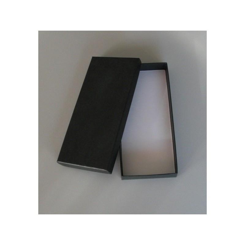 une boite cadeau de couleur noire pour offrir une cravate. Black Bedroom Furniture Sets. Home Design Ideas