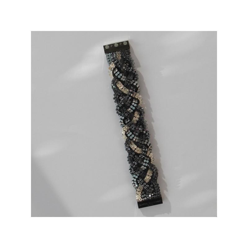 un bracelet s rie limit e mod le manchette de marque daniel swarovski. Black Bedroom Furniture Sets. Home Design Ideas