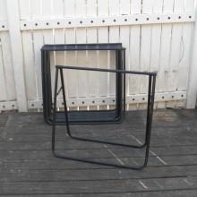 Une paire de tréteau pliant en métal noir