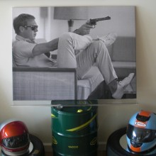 Tableau de Steve Mc Queen with gun 75x100