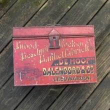 Ancienne boite métal Brood-Besschuit DALENOORD & Co