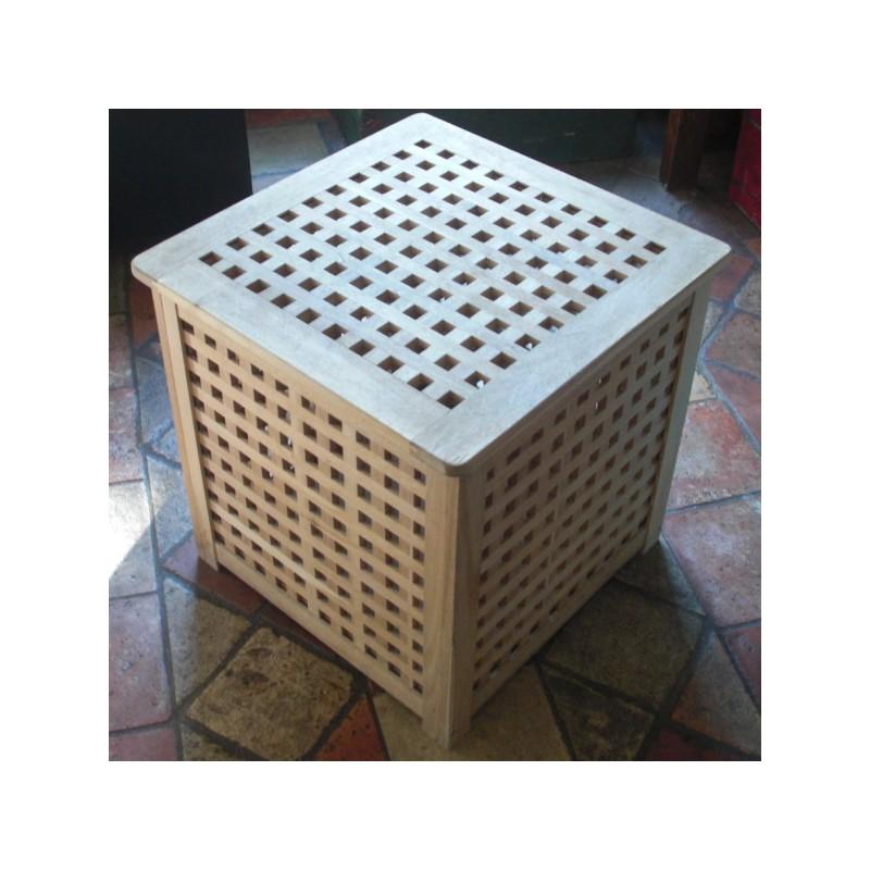 un cube de rangement en bois d 39 acacia massif de marque. Black Bedroom Furniture Sets. Home Design Ideas
