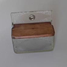 Ancienne boite à sel murale en verre et couvercle bois