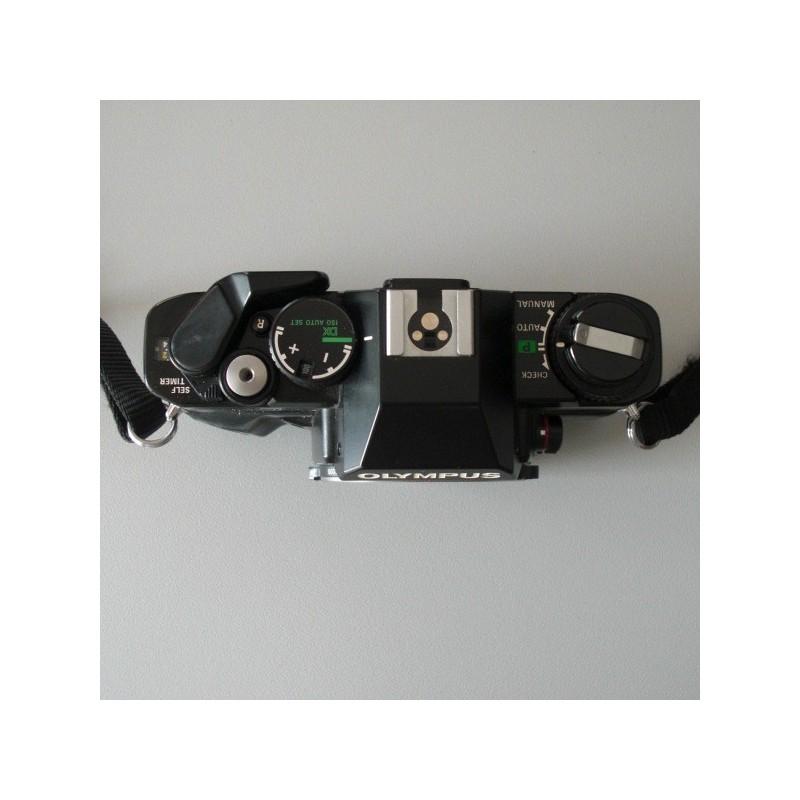 cette appareil photo est de la marque olympus mod le om40. Black Bedroom Furniture Sets. Home Design Ideas